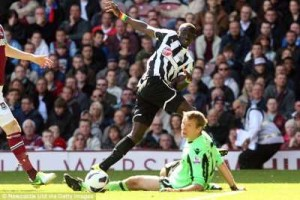 Cisse's effort rolls to the line