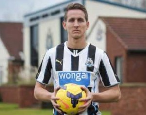 Luuk de Jong signs on